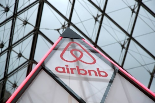 Airbnb holds meeting with bankers to extend $1 billion debt facility: source