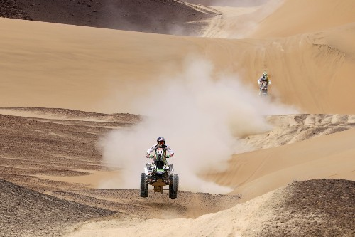 Racing Through the Dunes at the Dakar Rally: Pictures