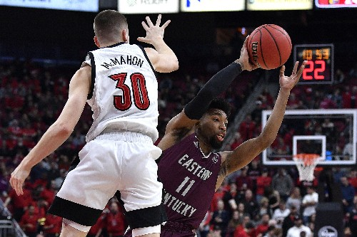 No. 1 Louisville bounces back to rout Eastern Kentucky 99-67