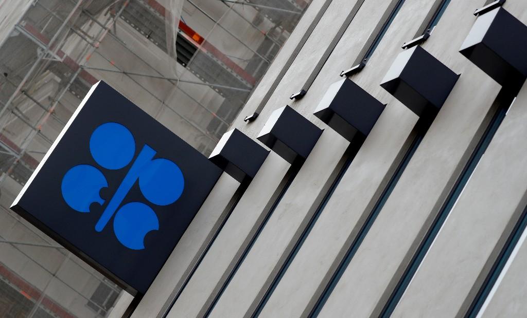 ОПРОС РЕЙТЕР-Добыча нефти ОПЕК продолжает рост за счет возобновления добычи в Ливии