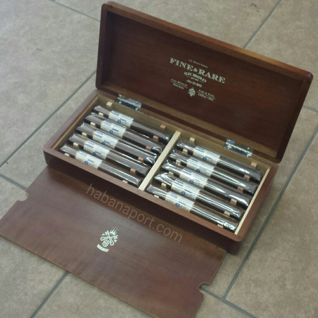 """The Alec Bradley Fine and Rare cigar for 2015 is dubbed the """"jRs 10=(86)"""" and features 10 different tobaccos. 6.5x56. 2,000 box production. www.habanaport.com"""