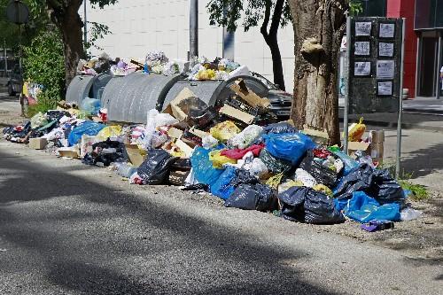 Bosnian city of Mostar awash in trash amid landfill protest