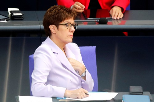 Kramp-Karrenbauer will mehr Geld für die Bundeswehr