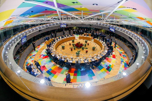 Euro zone takes step to deeper integration, key issues unresolved