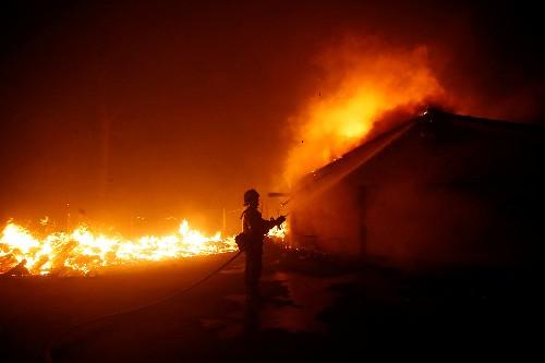 ارتفاع عدد ضحايا حرائق كاليفورنيا إلى 23 قتيلا
