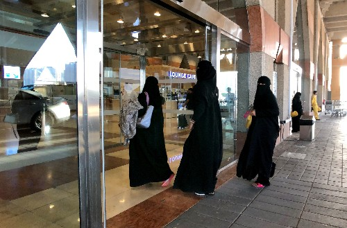 Saudi Arabia implements end to travel restrictions for Saudi women: agency