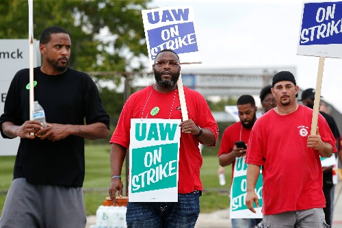 Warren, Sanders to visit striking GM workers as dispute continues