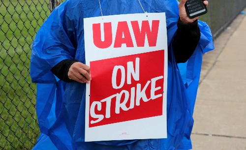 UAW threatens a walkout at GM after contract expires