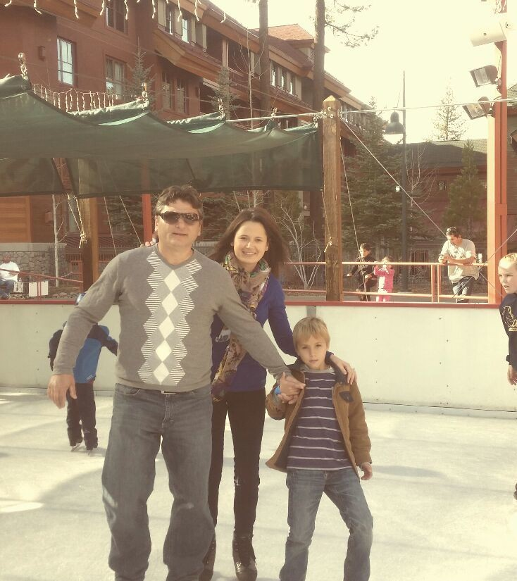 He took me ice-skating on our first date 16 years ago. Here we are again... and I am as clumsy as back in the days. Lol.