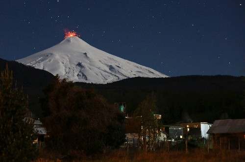 Chileans rehearse evacuation as southern volcano rumbles