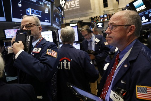 Wall Street en hausse, soutenue par la distribution, la Fed en vue