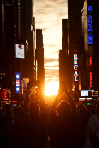 Manhattanhenge on a Perfect Night: Pictures