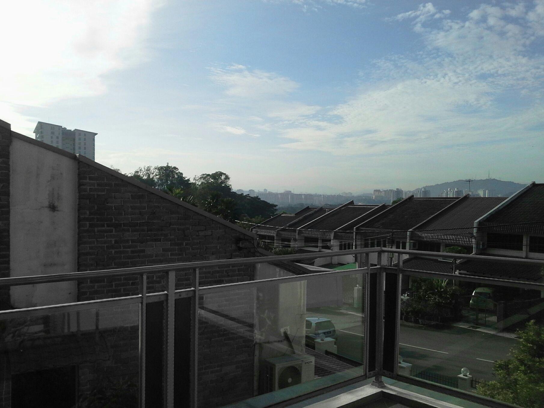 hi ^^ good morning world....is a very sunshine day >O<