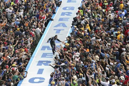 Johnson fails to finish following wreck in final Daytona 500