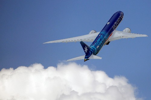 Korean Air commits to buying 20 Boeing 787s, leasing an extra 10