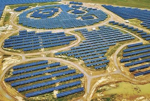 Inauguran planta de energía solar con forma de oso panda