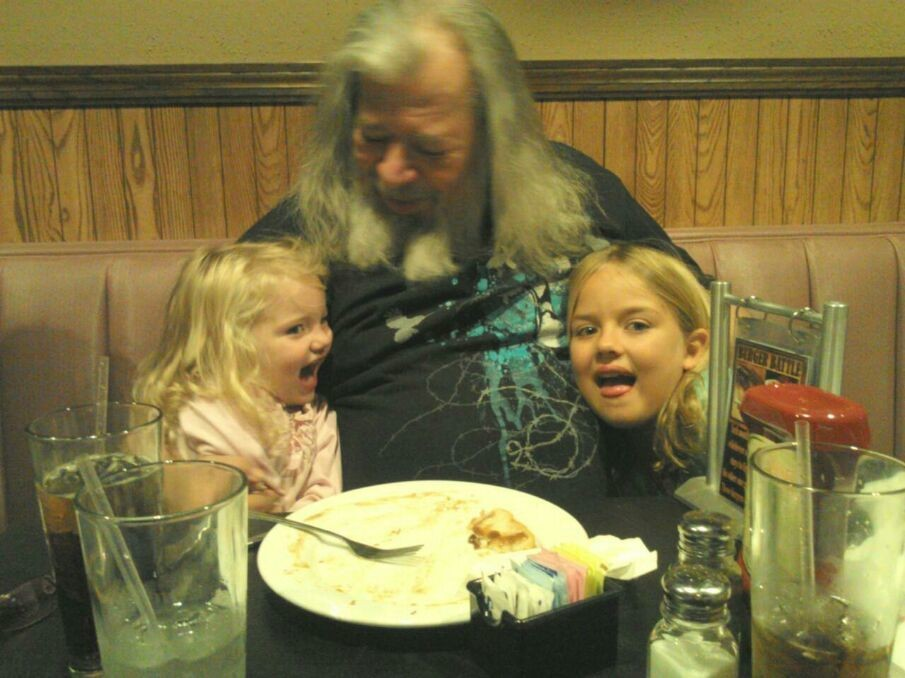 Fun lunch with Papa and the girls