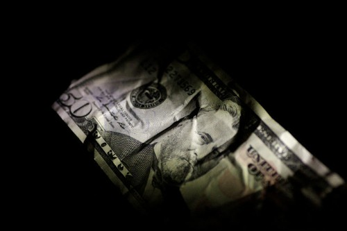 Dollar weakens as U.S. yields resume slide