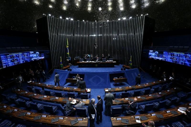 Senado aprova proposta que suspende por 120 dias reajuste de medicamentos e planos de saúde