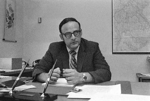 Leslie H. Gelb, diplomat and journalist, dies at age 82