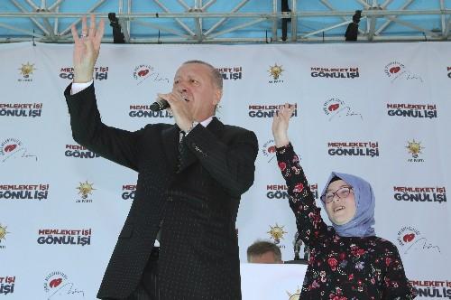 Erdogan again airs attack video at rally despite criticism
