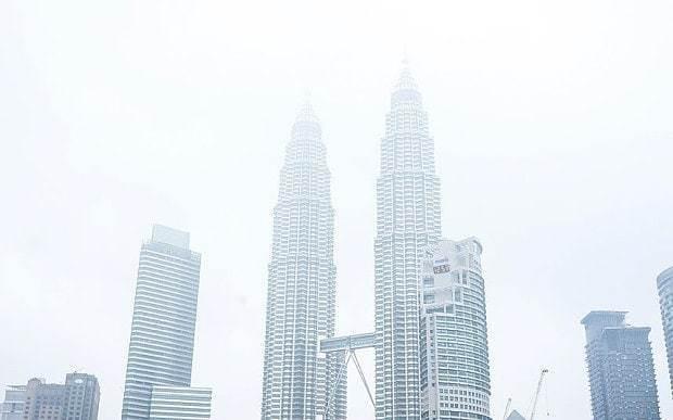 Malaysia closes schools due to smog