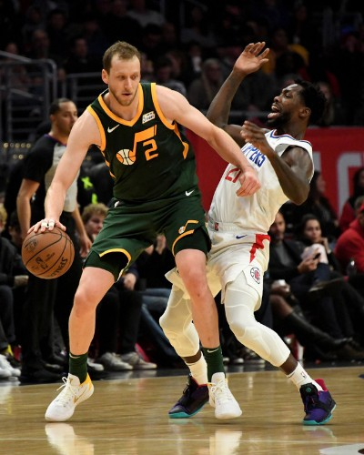 Streaking Jazz slam slumping Clippers