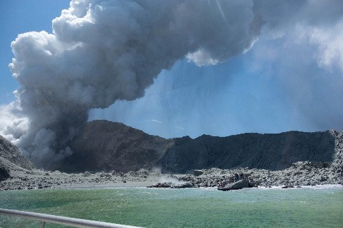 6 dead from New Zealand volcano as helpers describe horror