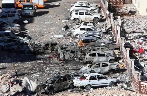 تركيا تعتقل 26 مشتبها به بعد انفجار سيارة ملغومة