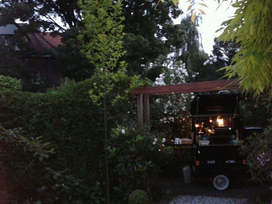 Gardenparty in Bussum, niet slecht wel gezellig, oude tijden herleven.