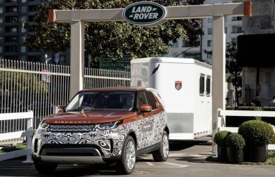 Hands-free horse box parking with the new Land Rover Discovery
