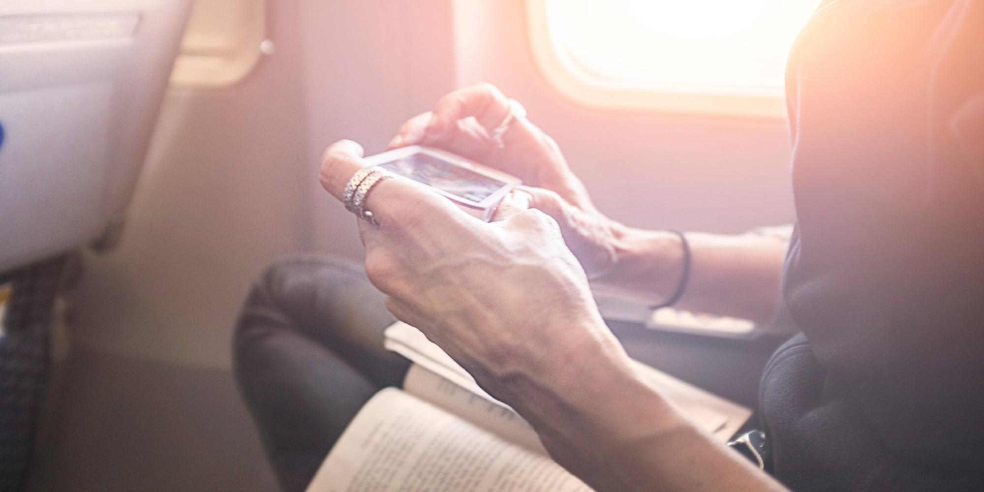 Aviones con wifi: qué tres compañías lo ofrecen gratis y cuánto cobran el resto