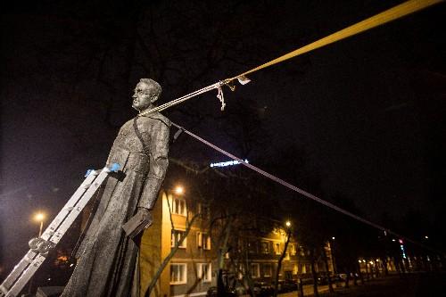 Statue of Polish Solidarity priest accused of paedophilia removed