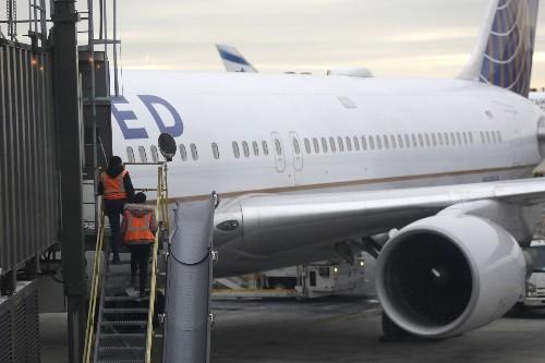 Despite grounding of Boeing plane, United 2Q profit rises