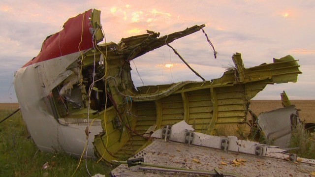 Who's moving bodies of MH17 crash dead?