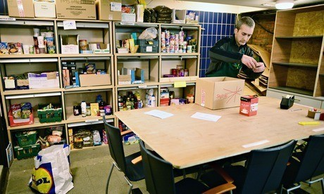 DWP advising jobcentres on sending claimants to food banks – documents