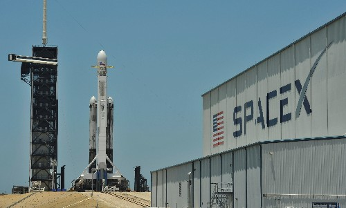 SpaceX astronaut mission looking 'increasingly difficult' in 2019: executive