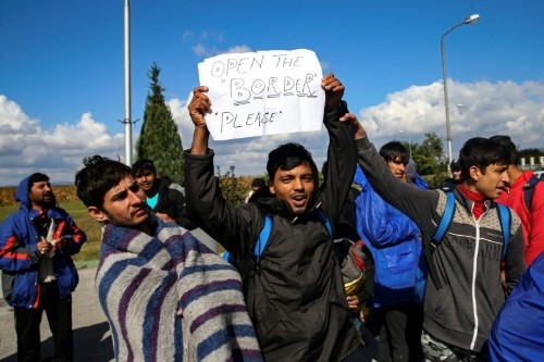Serbia migrants march in protest at camp conditions