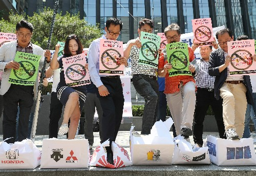 Calls for boycott of Japan grow in South Korea as diplomatic row simmers