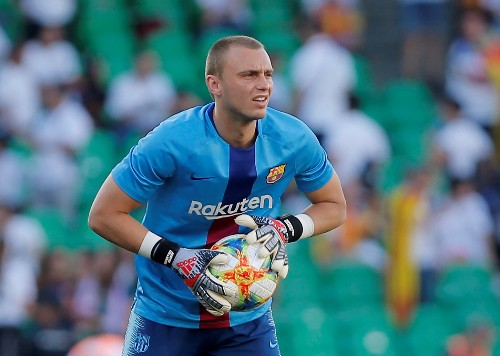 Valencia sign Dutch goalkeeper Cillessen from Barcelona