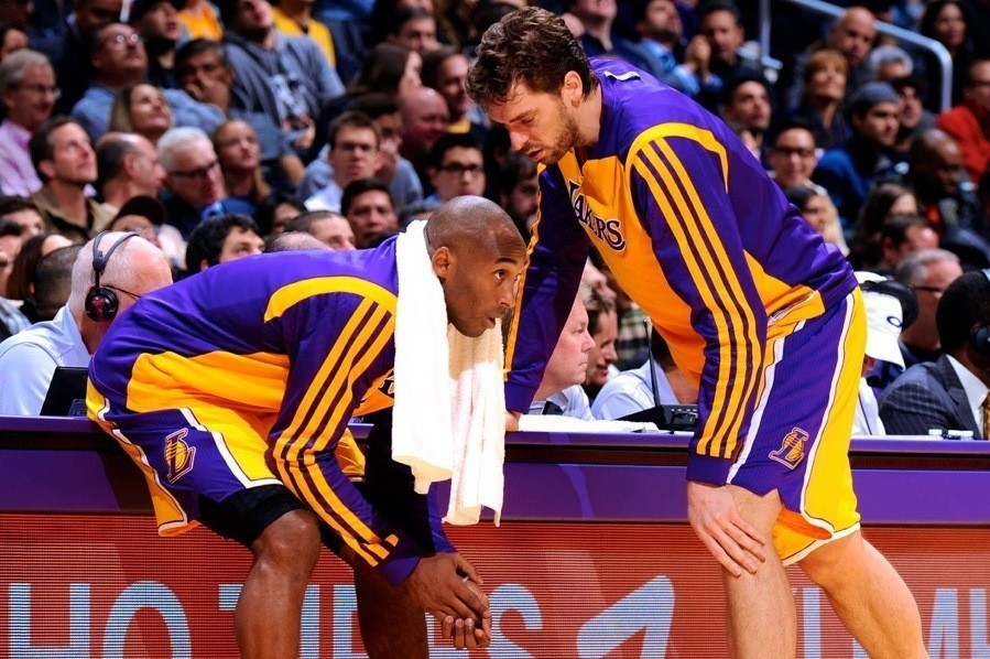 Pau Gasol Praises World-Class Toughness of Injured Kobe Bryant