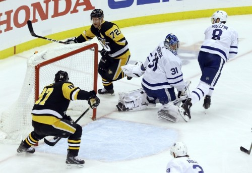 NHL roundup: Crosby's four points lead Pens into first