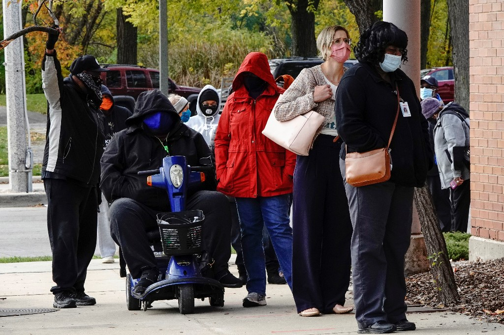 U.S. Sets New COVID-19 Daily Record of 77,000 Cases, the Highest Since July
