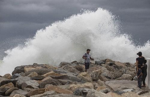 Lorena spares Los Cabos, heads up coast of Mexico's Baja