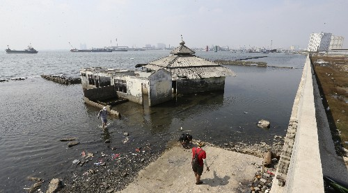 Indonesia's leader says sinking Jakarta needs giant sea wall