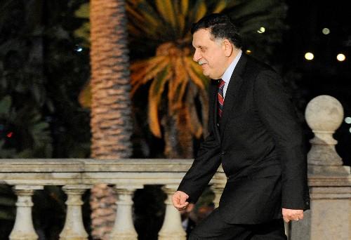 رئيس وزراء حكومة الوفاق الوطني الليبية يلتقي بحفتر في باليرمو