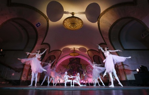 Kremlin Ballet Performs in the Metro: Pictures