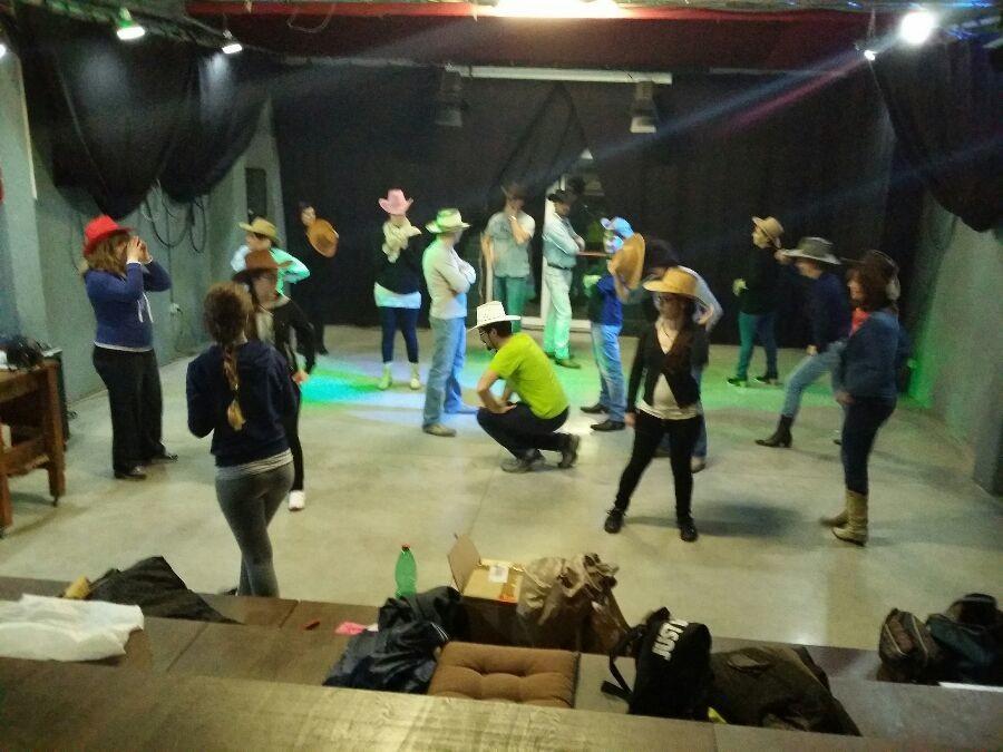 Buongiorno amici di facebook!!! Oggi giornata ricca di ballo qui al Dance & Fitness di Elisabetta Barbaro!!! Ecco a voi gli orari di Mercoledì 14 Gennaio: - ORE 17:00 BABY DANCE, - ORE 18:00 BALLI DI GRUPPO PER ADULTI, - ORE 20:30 BALLI DI GRUPPO PER ADULTI, Vi aspetto per una lezione di prova a questi orari di lezione presso la nostra sede in Via San Biagio, Velletri - Associazione Culturale Ossigeno.