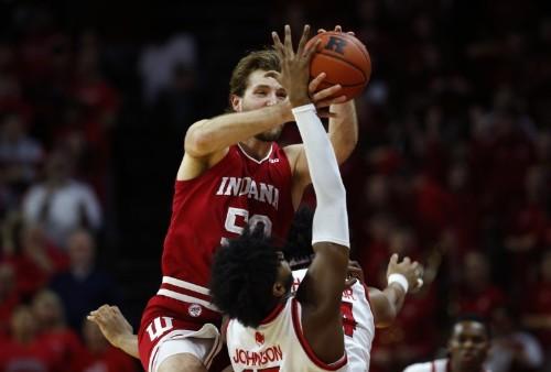 Top 25 roundup: Indiana pulls off upset over No. 11 Michigan St.