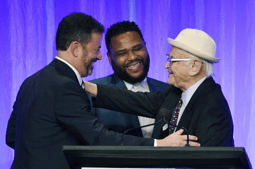 TV comedy greats take a bow, make 'em laugh at ceremony